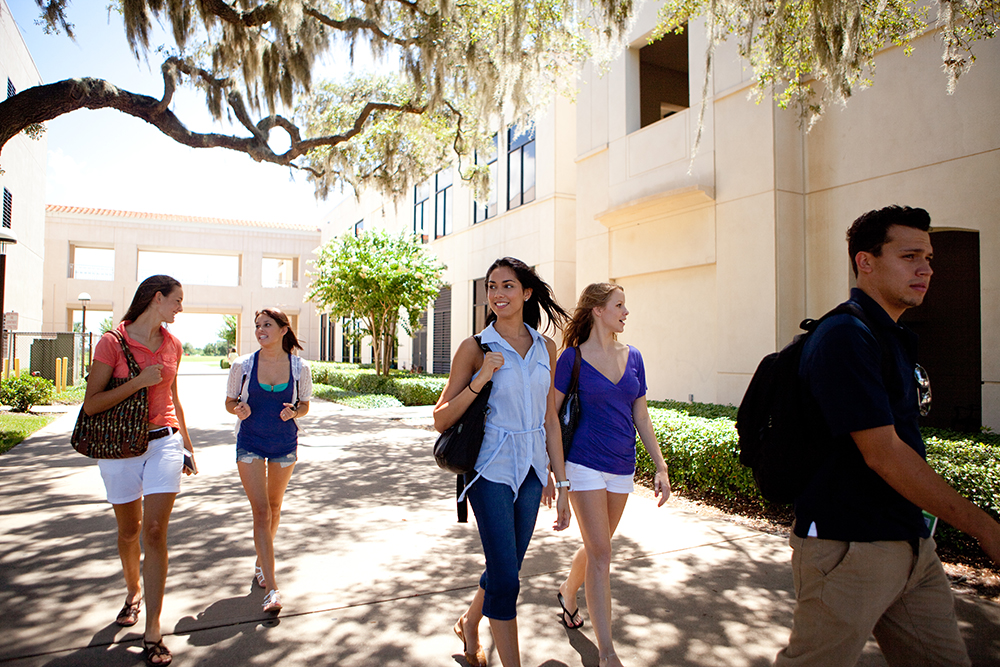 A group of student walk to class at Osceola Campus